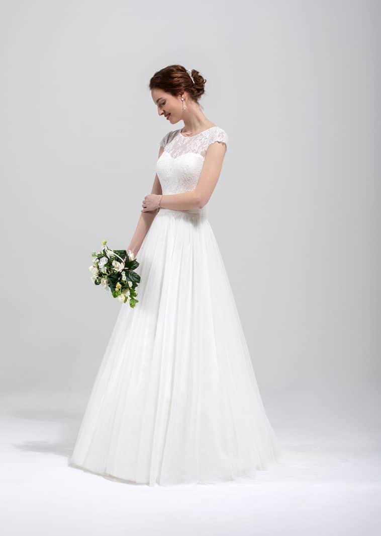 A-line brudekjole med små cap sleeves og blonde overdel