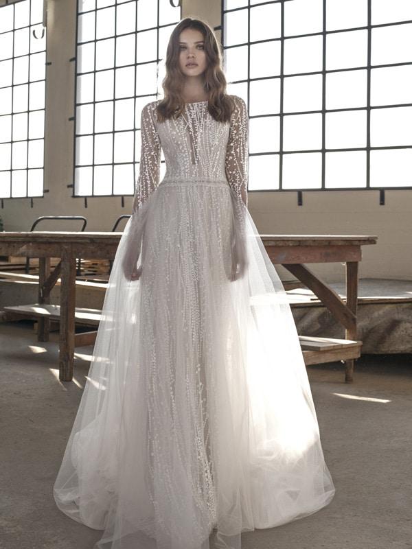brudekjole med tyl skørt