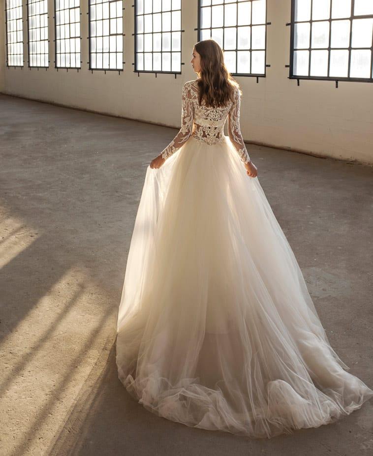 brudekjole med stort slæb