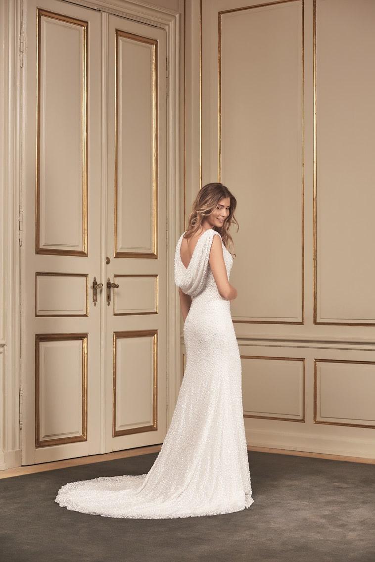 brudekjole med udringet ryg