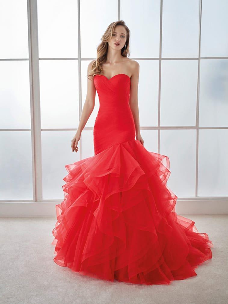 Rød brudekjole med havfrue facon og stort tylskørt
