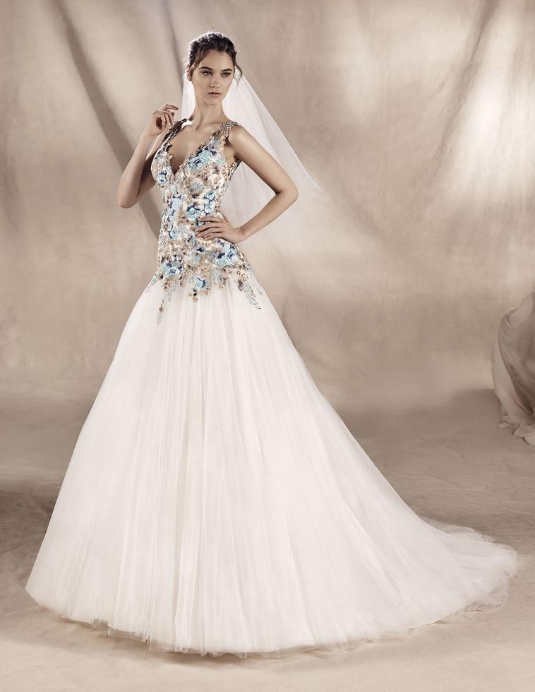 brudekjole med blå og guldfarvede detaljer