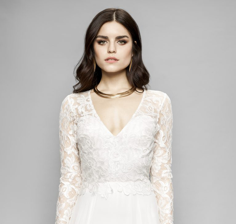 brudekjole med v hals