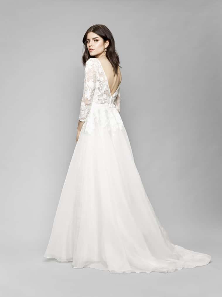 brudekjole med v udskæring på ryggen