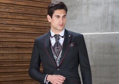 Brudgom i trendy jakkesæt