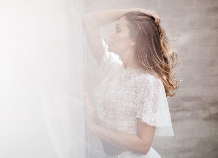 Brudekjole med grafisk blonde
