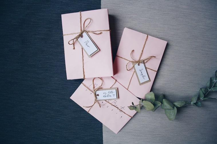håndskrevne-invitationer-pakkede