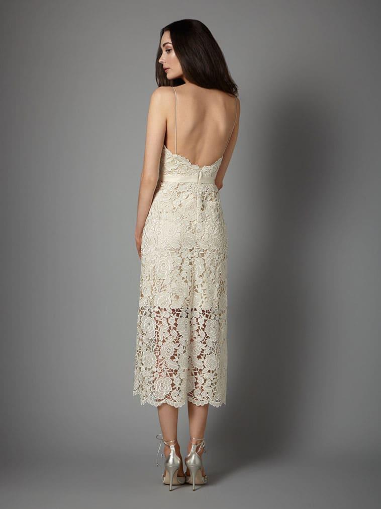 3/4 lang brudekjole med helblonde og tynde stropper