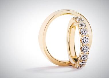 Vielsesringe i guld med brillanter i damering