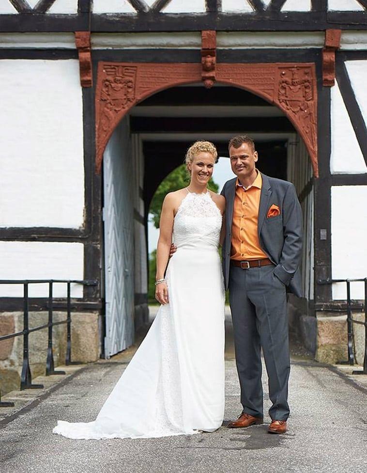 brudepar ude foran holmegaard gods