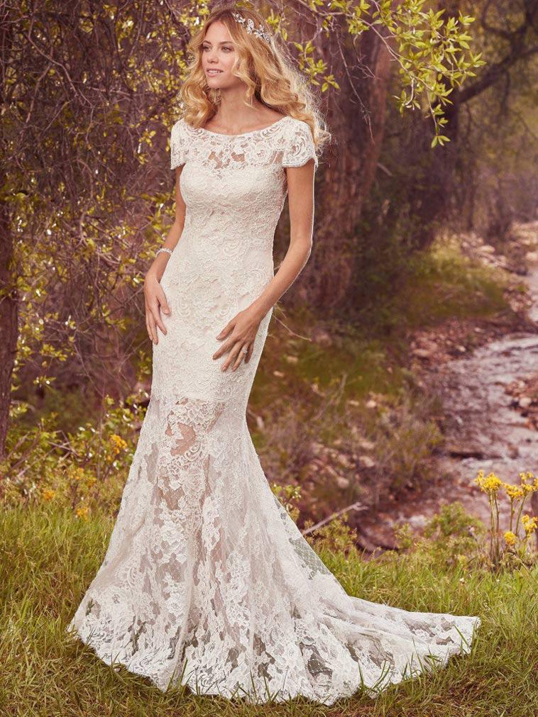 brudekjole i blonde med kig til kort underkjole