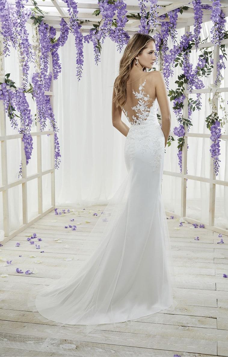 Brudekjole i havfrue facon med blondedetaljer på overdelen