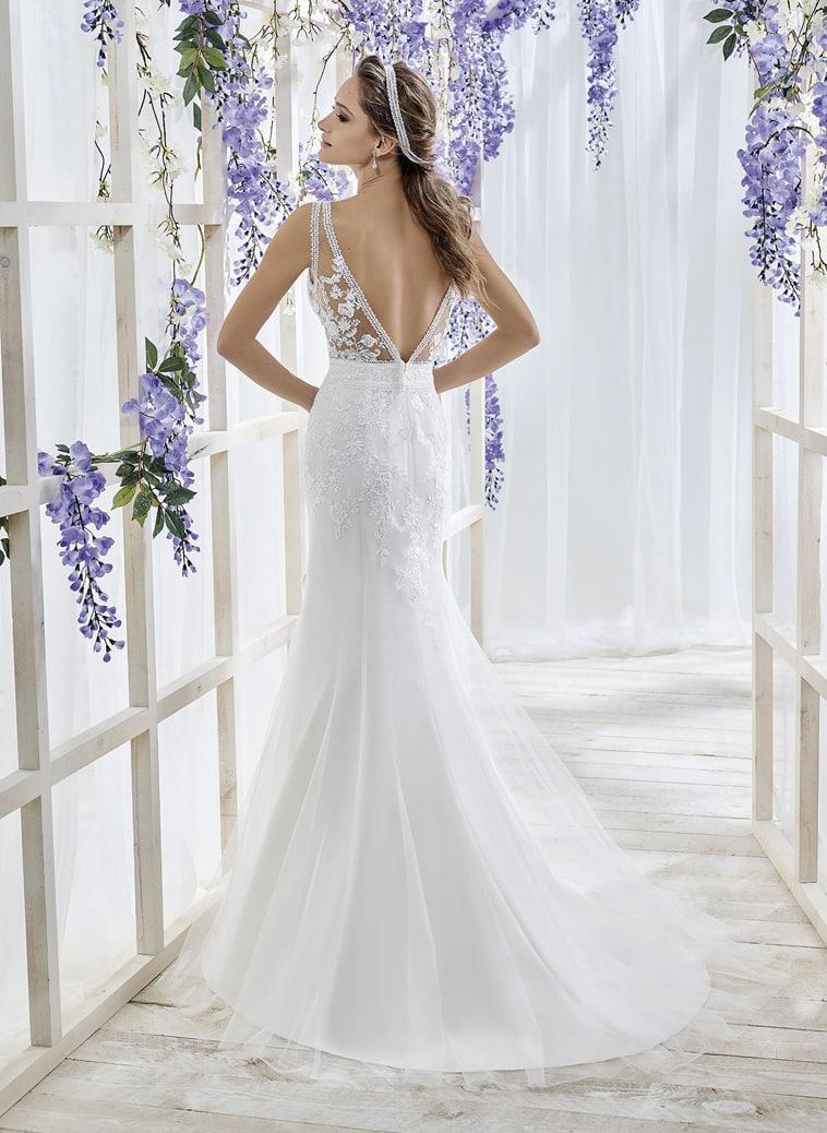Brudekjole med illusion overdel og høj talje