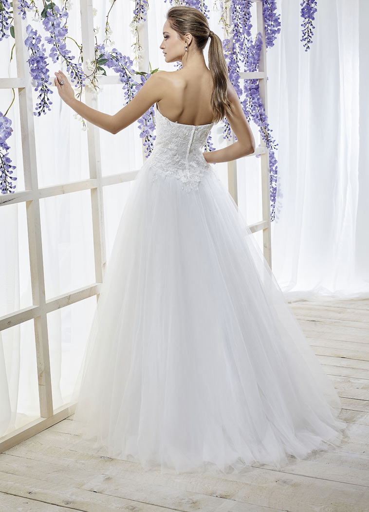 A-line brudekjole med blonde overdel og tyl skørt