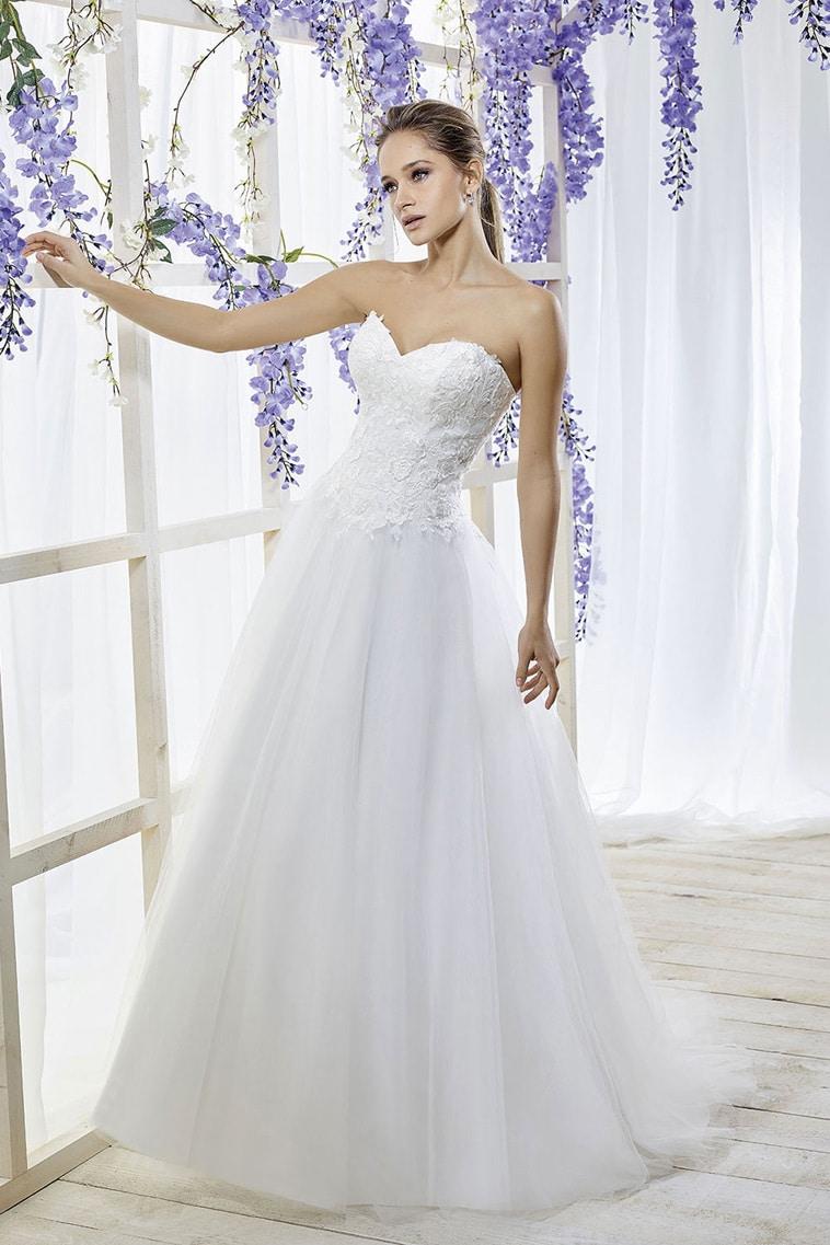 A-line brudekjole med blonde overdel i hjerteudskæring og tyl skørt