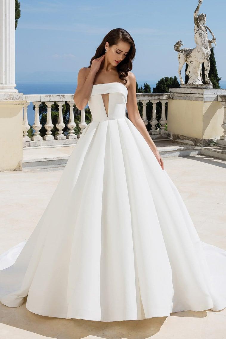 prinsesse-brudekjole med lige halsudskæring