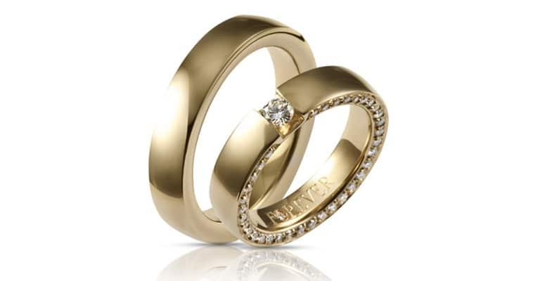 Vielsesringe fra Klarlund i guld med diamanter hele vejen rundt på dameringen