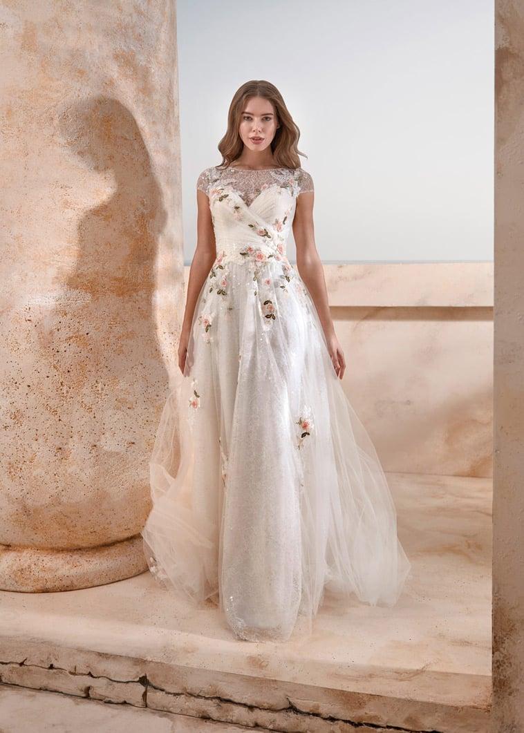 A-line brudekjole, illusion overdel med små capsleeves og farvede blomster
