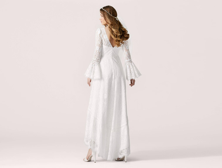 brudekjole kortere foran lange ærmer