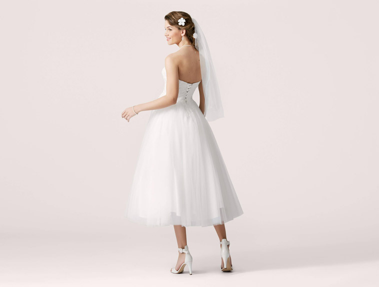 3/4 lang brudekjole med tyl skørt