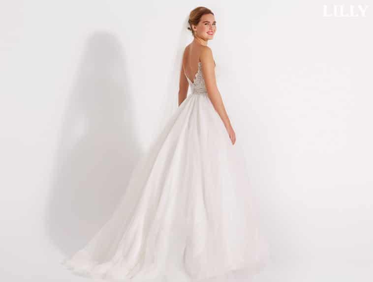 brudekjole med dyb ryg udskæring
