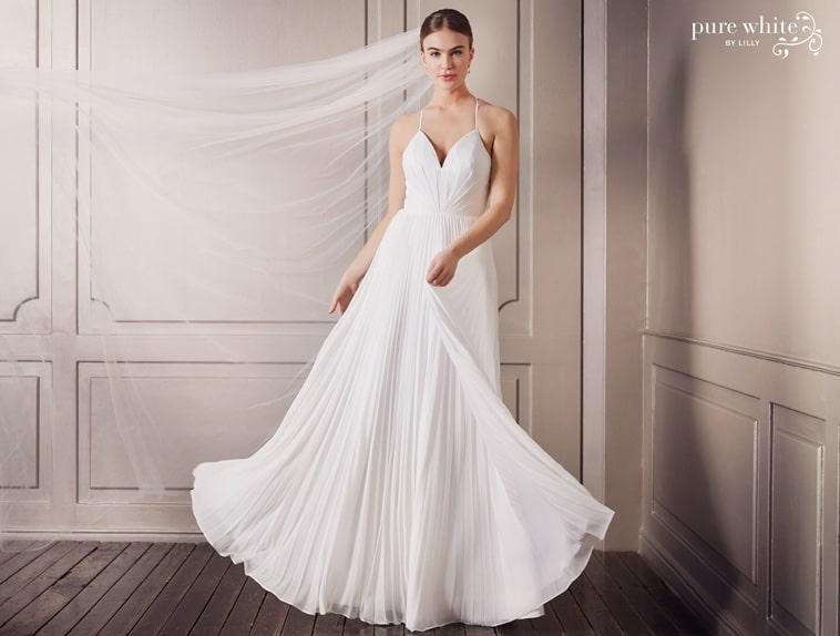 brudekjole med plisseret skørt