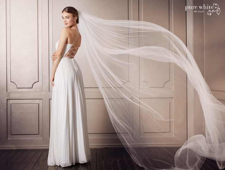brudekjole med tynde snore på ryggen