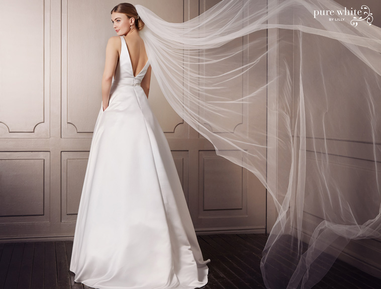 a formet brudekjole med lommer