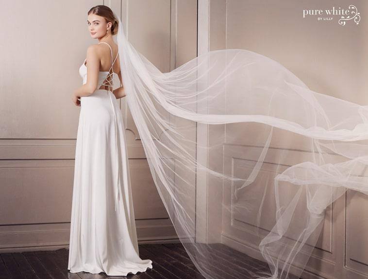 brudekjole med snore i ryggen