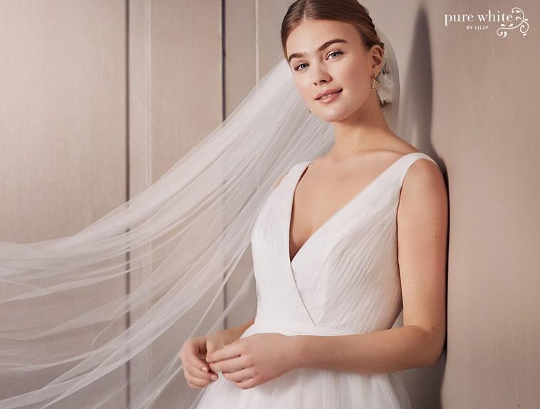 Brudekjole overdel med brede stropper og V udskæring