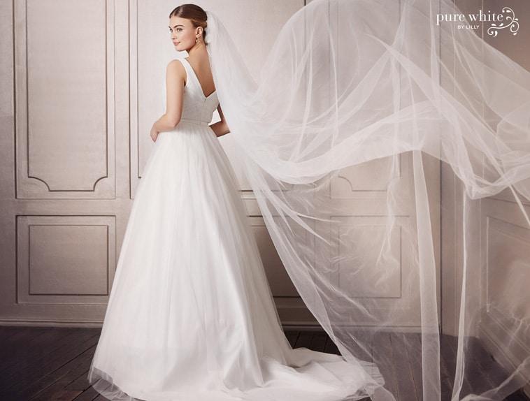 brudekjole med V-udskæring i ryggen