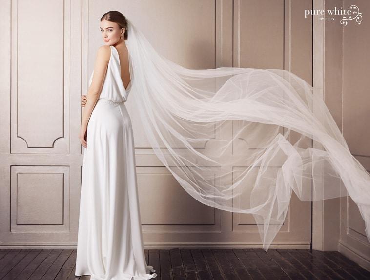 Brudekjole med dyb blød rygudskæring