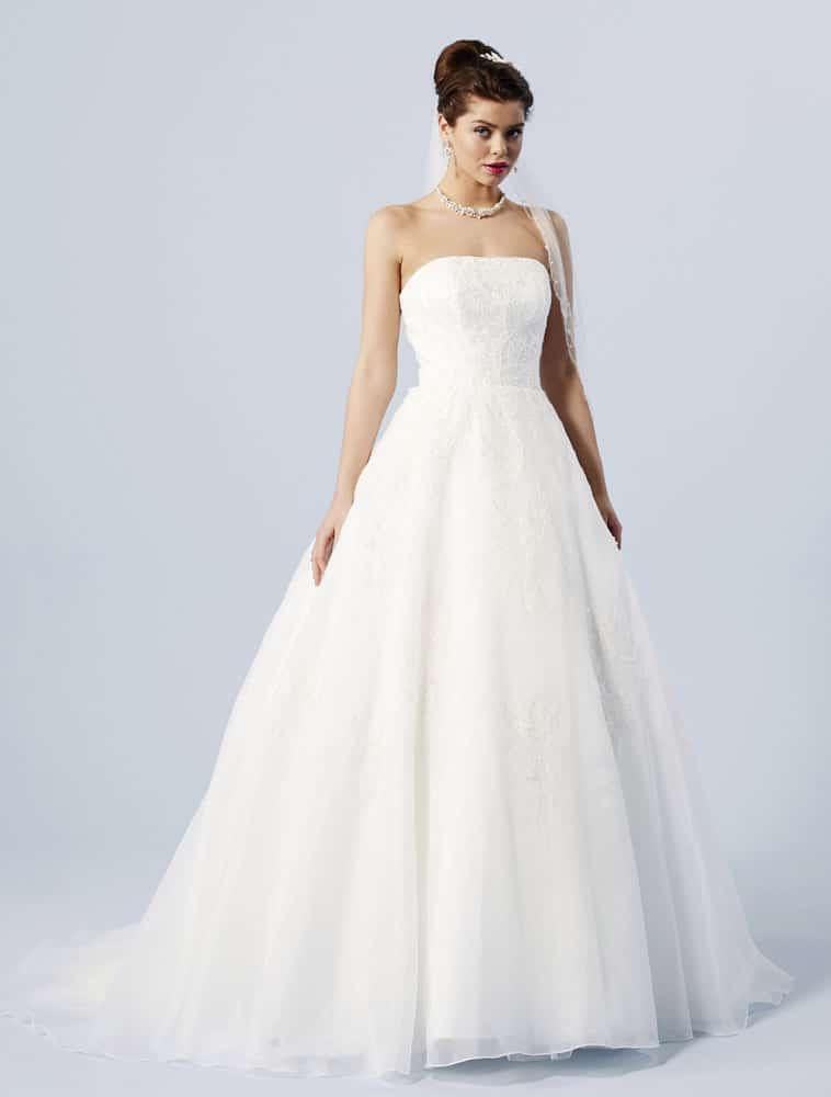 Brudekjole med blonde corsage og stort skørt