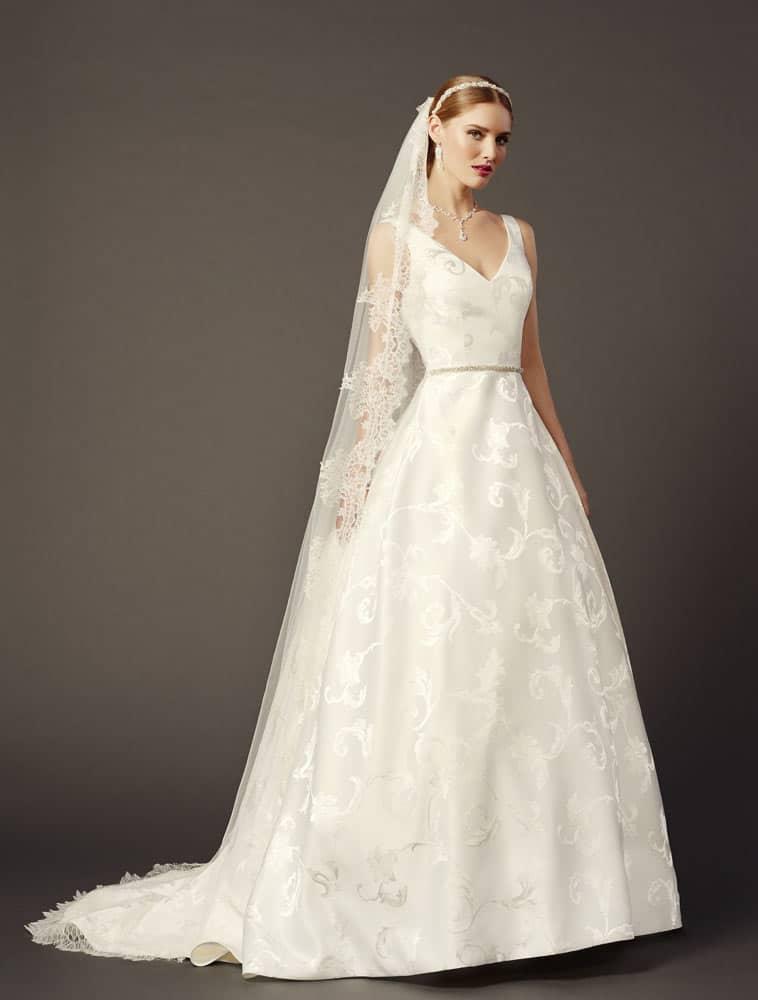 Brudekjole i jaquard brokade v hals og stort skørt