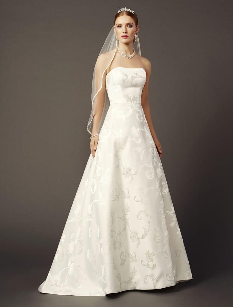 Brudekjole i jaquard brokade med vidde i skørtet