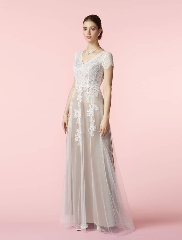 Brudekjole med rosa farvet underkjole og blonde overdel