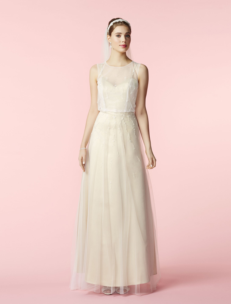 Brudekjole med cremefarvet underkjole og tyl overdel