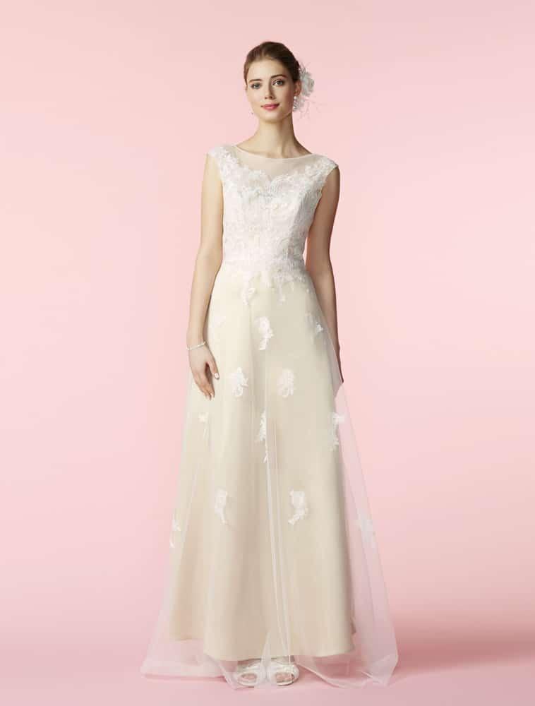 Brudekjole med creme farvet underkjole