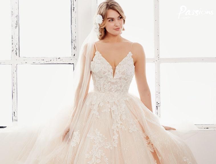 brudekjole med sstort tylskørt
