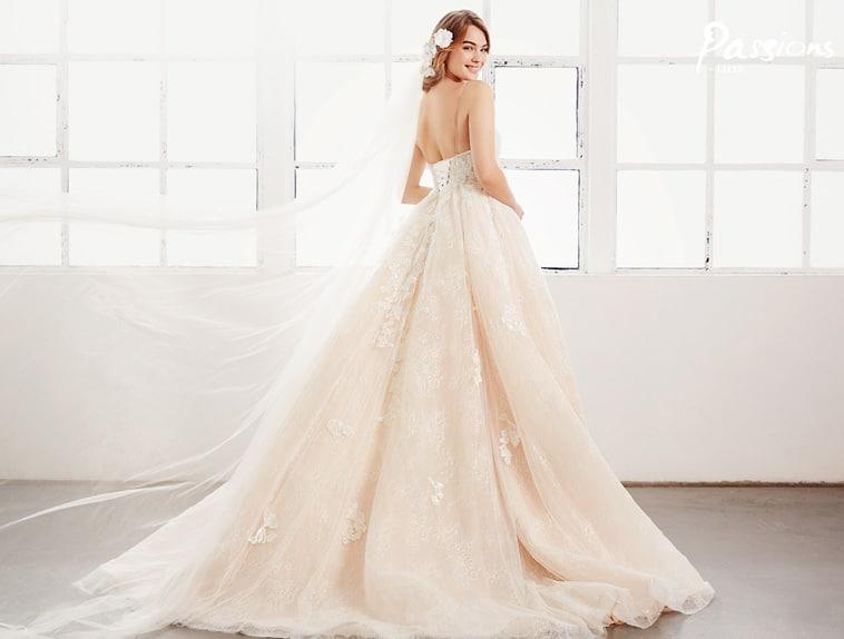 brudekjole med stort tylskørt
