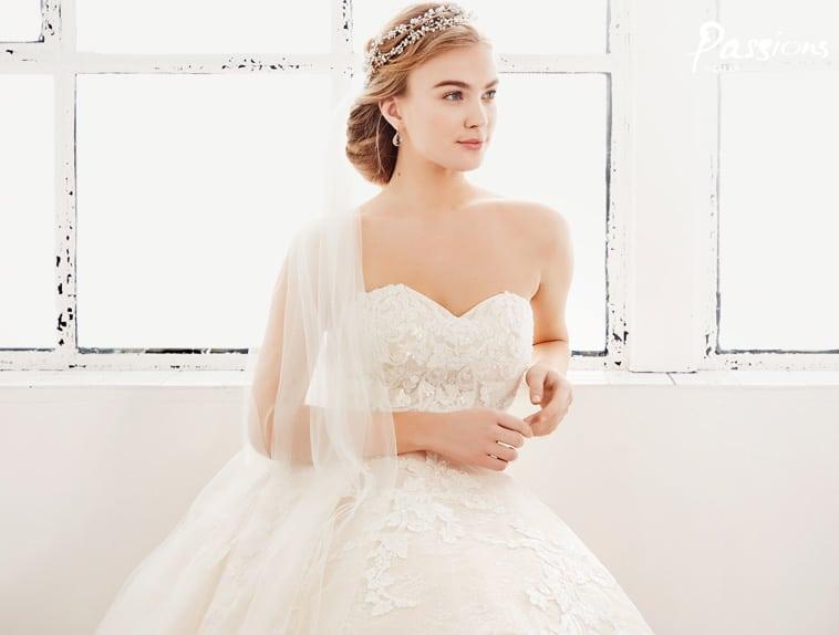 brudekjole med blonder og hjerte udskæring