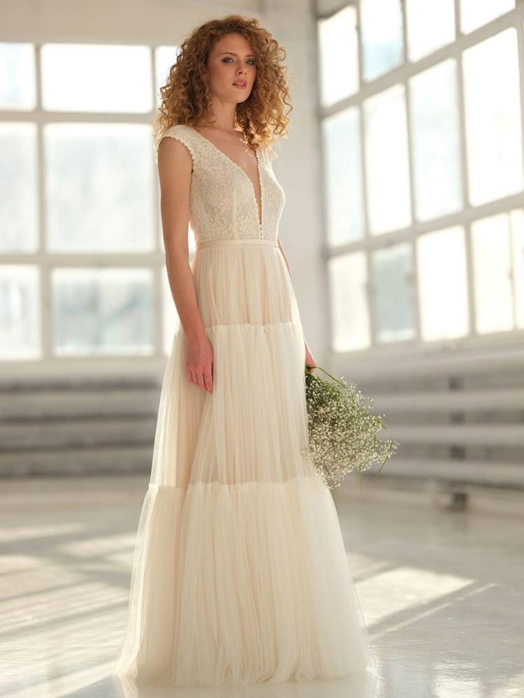 brudekjole med transparent blonde top