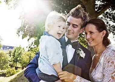 Brudepar med deres søn