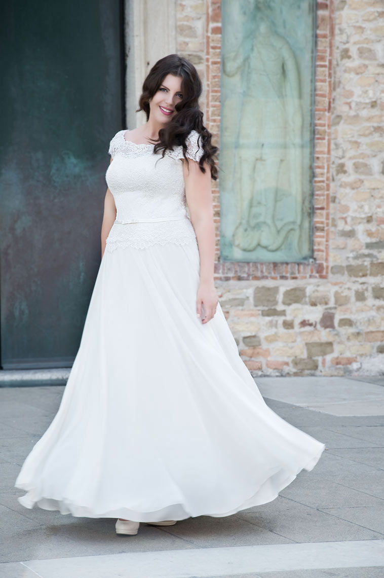 brudekjole plus size med små ærmer