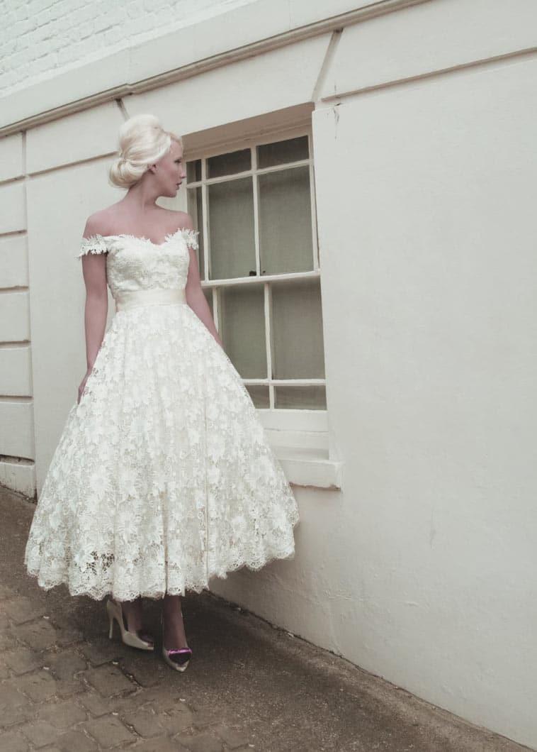 ankel lang blonde brudekjole med bådudskæring