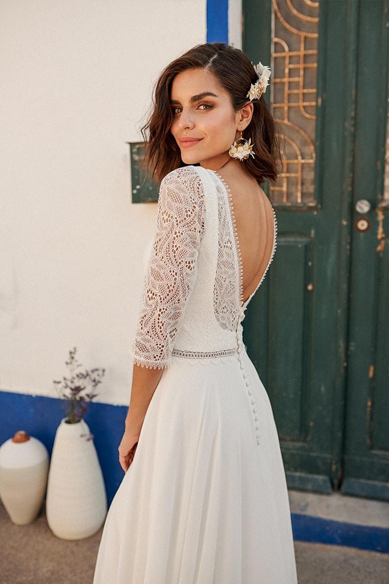 brudekjole med åben ryg og 3/4 lange ærmer