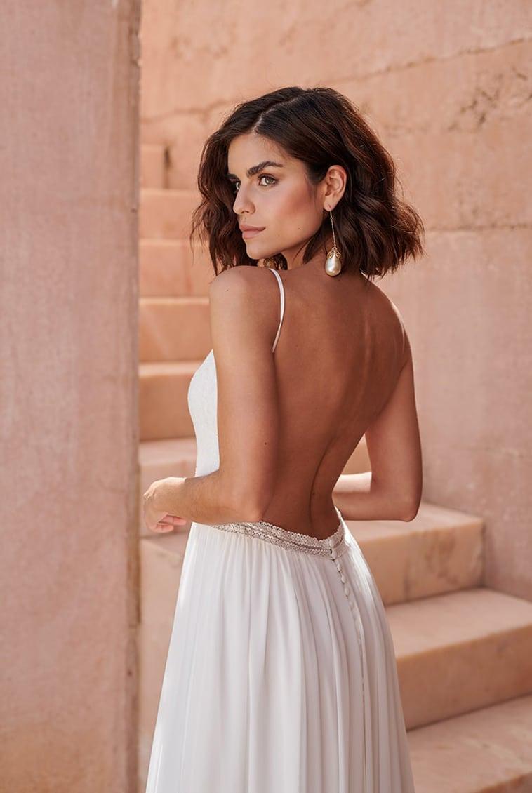 brudekjole med helt åben ryg