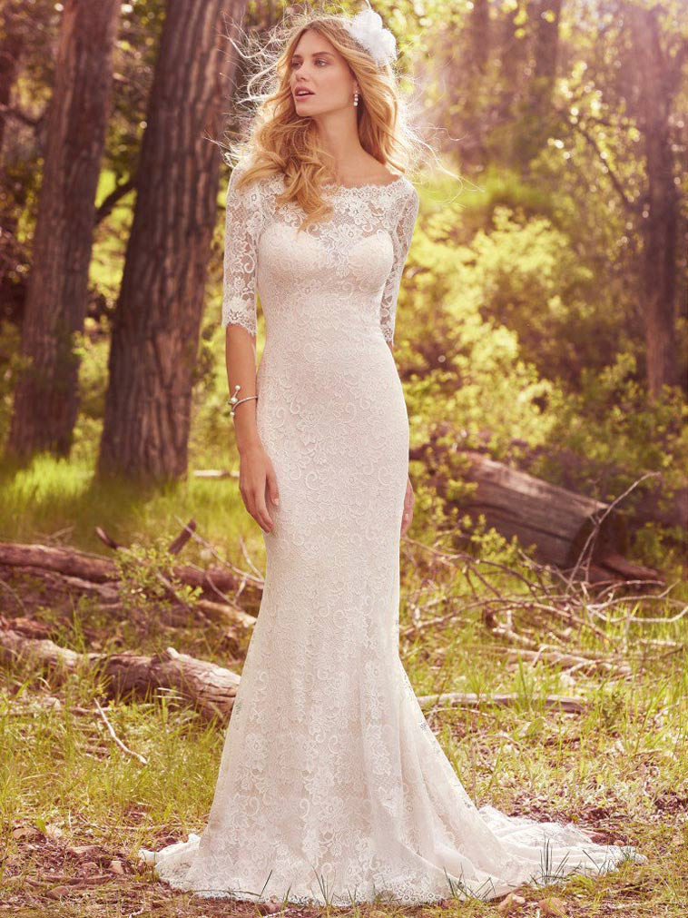 slank brudekjole med halv lange blonde ærmer