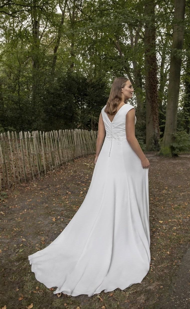 Asymmetrisk A-line brudekjole med draperinger