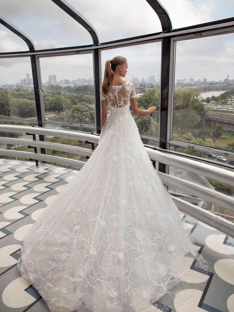 A-line brudekjole i tyl og blonder